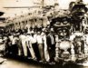 Bonde cruza o Rio no carnaval dos anos 1950