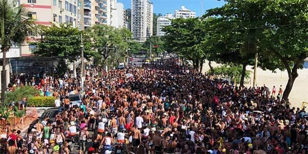 Trânsito interditado na praia de Icaraí para desfile de carnaval