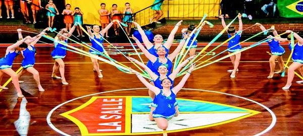 As ginastas do La Salle Abel dão um show de sincronia com as fitas