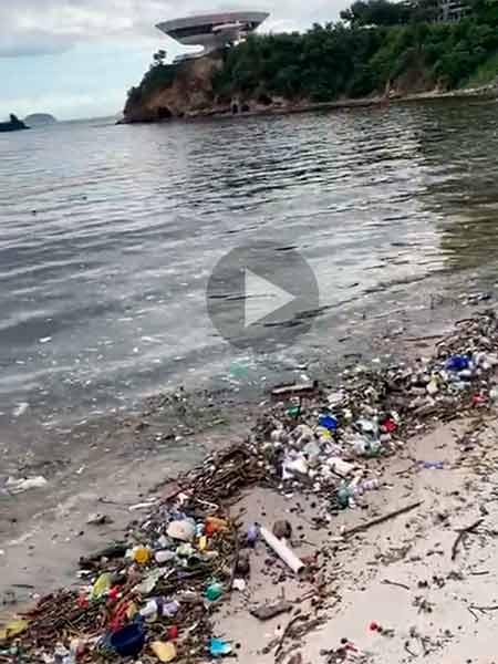 lixarada na praia das Flechas