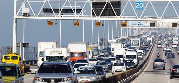 f1e80b6cc11 ... 27 12) que os radares da Ponte Rio-Niterói começarão a multar veículos  que ultrapassem o limite de velocidade (80 km h) a partir do dia 15 de ...