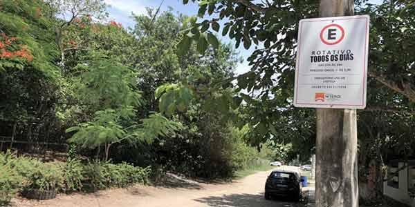 Estacionamento cobrado na Rua Max Albim, em Itaipu