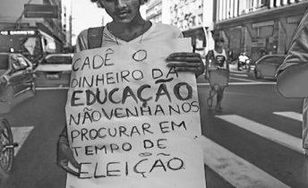 Protesto de estudantes na Avenida Amaral Peixoto, Centro de Niterói /28-03-16