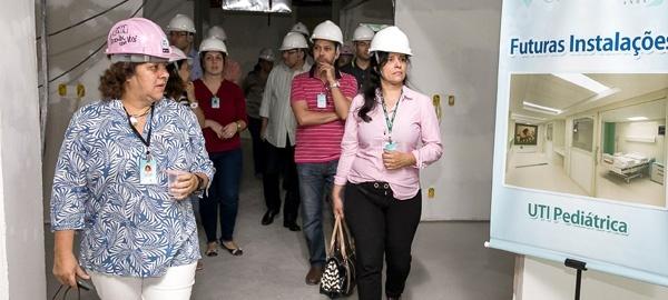 A diretora Ilza Fellows (à esq.) visita as obras de expansão do CHN / Foto: Divulgação