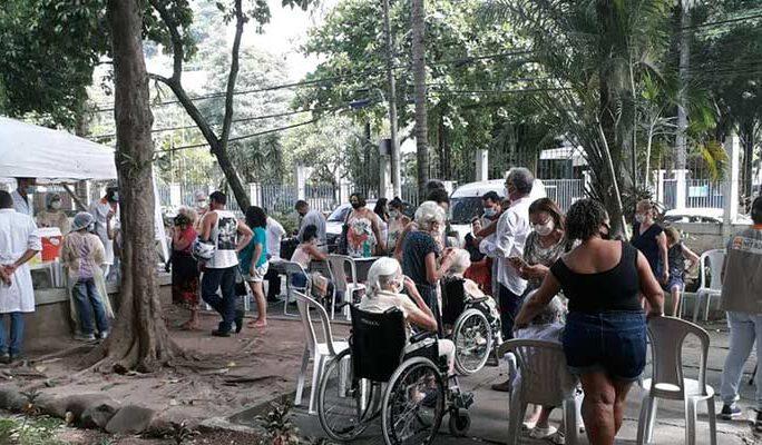 fila no posto Vital Brazil