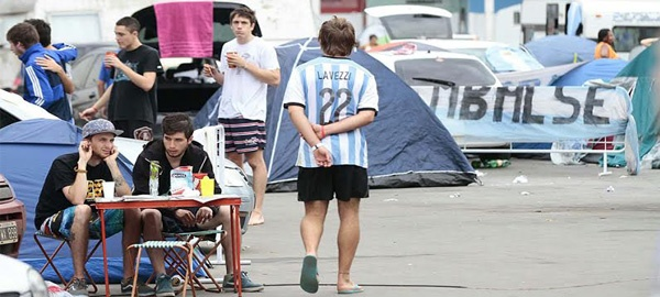 Argentinos acampados no Sambódromo durante a Copa do Mundo