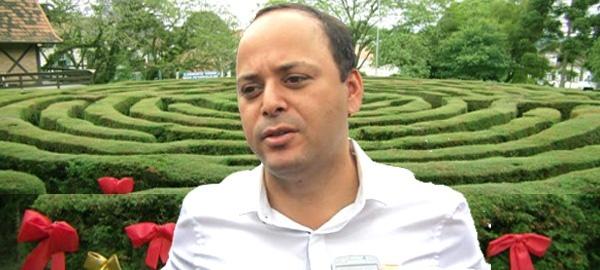 Inelegibilidade de Axel Grael deixa ex-petista Rodrigo Neves em um labirinto verde