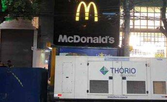 Gerador na porta do McDonalds