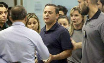 Rodrigo Neves detido em casa/ Foto Luciano Belford